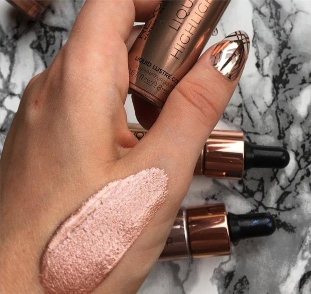 Makeup Revolution Liquid Highlighter Liquid Lustre Gold V4 Płynny rozświetlacz do twarzy GOLD V4 18ml