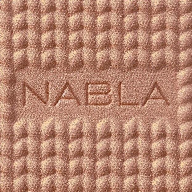 NABLA FREEDOMINATION Shade & Glow Monoi Pudrowy rozświetlacz